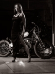 li-ling-garage-session-glamour-greyscale