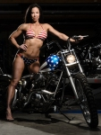 li-ling-session-straddles captain america bike