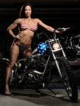 li-ling-session-straddles captain america bike