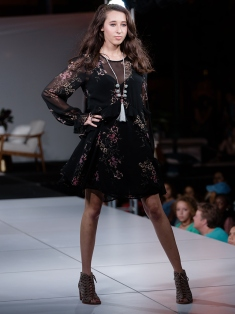 virginia-beach-town-center-fashion-show 15