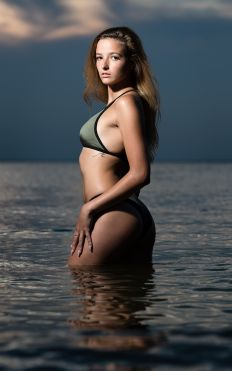 madison kirby virginia beach portrait session photo 12