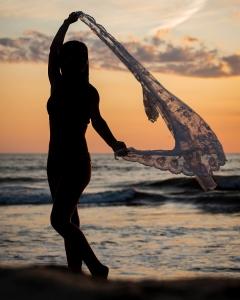 Easton's-beach-sunrise-portrait-session 4