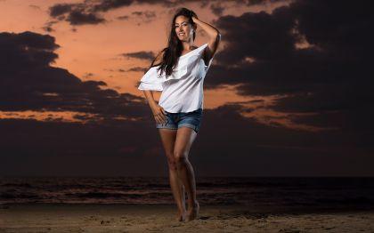 jinelle-oceanfront-sunrise-portrait-photo 1