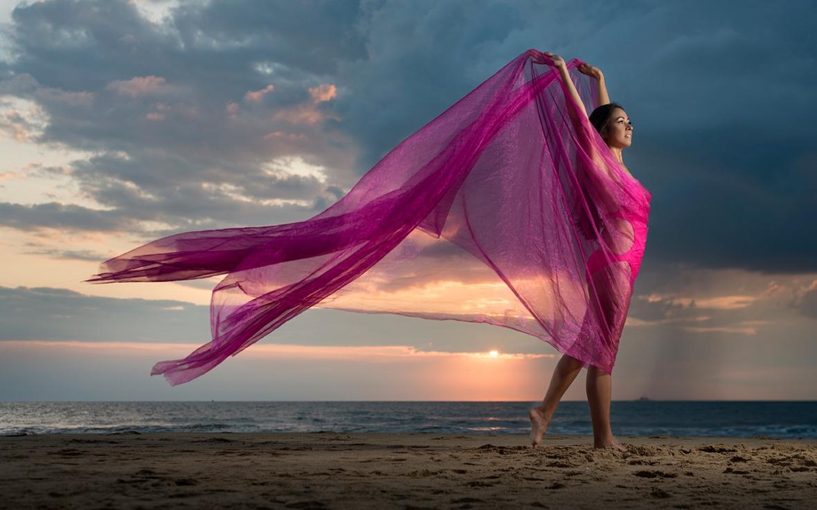 jinelle-oceanfront-sunrise-portrait-photo 4